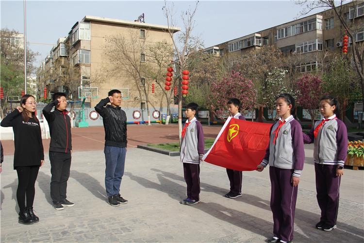 团员代表向团旗进行宣誓.jpg
